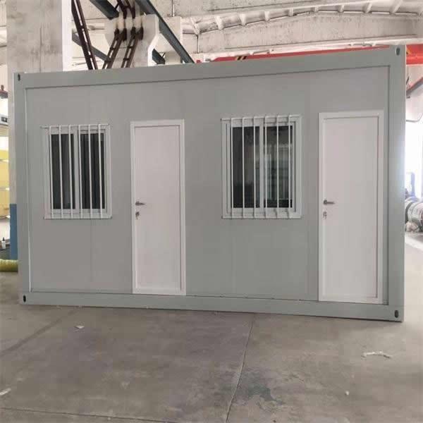 集装箱房屋彩钢房制作工厂化和机械化程度高,商品化程度高。